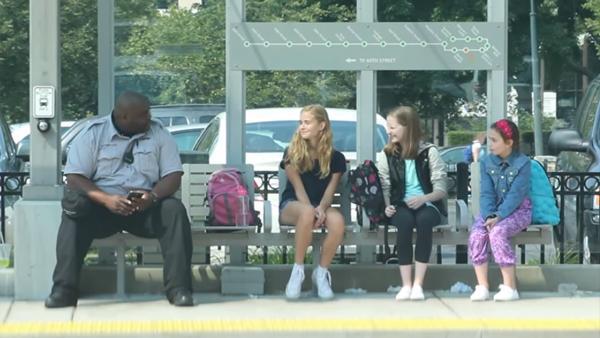 Det är viktigt att ingripa om du ser att någon blir retad – missa inte detta klipp om mobbing
