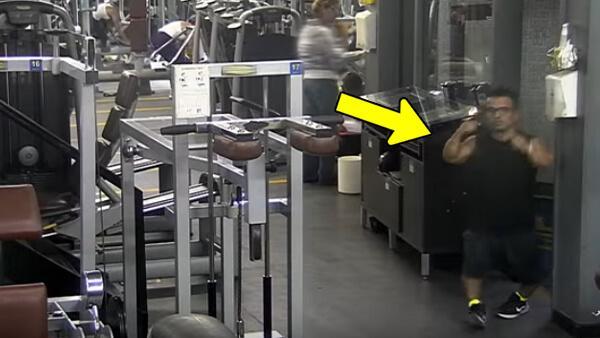 Alla stirrar på mannen när han kommer in på gymmet - men titta nu när alla tappar hakan