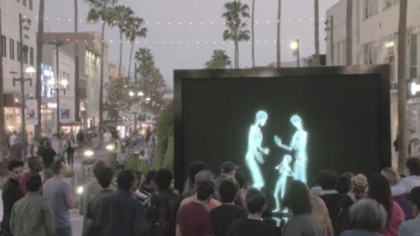 På skärmen ser publiken bara skelett som dansar, kramas och kysser. Men när personerna kommer ut får vi oss en tankeställare.