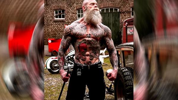 Ett vältränat och tatuerat monster som motiverar alla han träffar